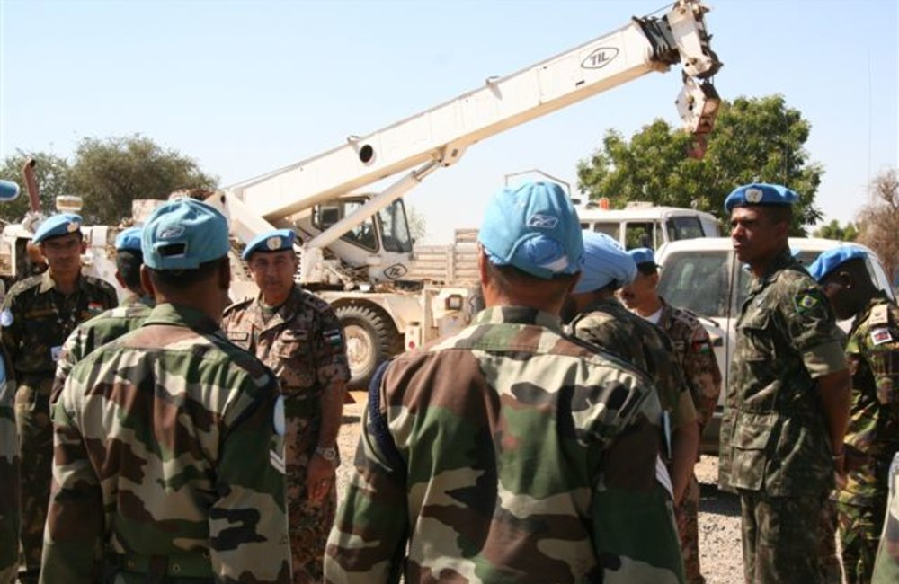 Force Commander Major General Mohammad Taisir Masadeh (Jordan) with peacekeepers of the Construction Engineer Regiment, Indian Batallion (INDBATT) in Shambiko, Eritrea(UNMEE Photo: Ian Steele)