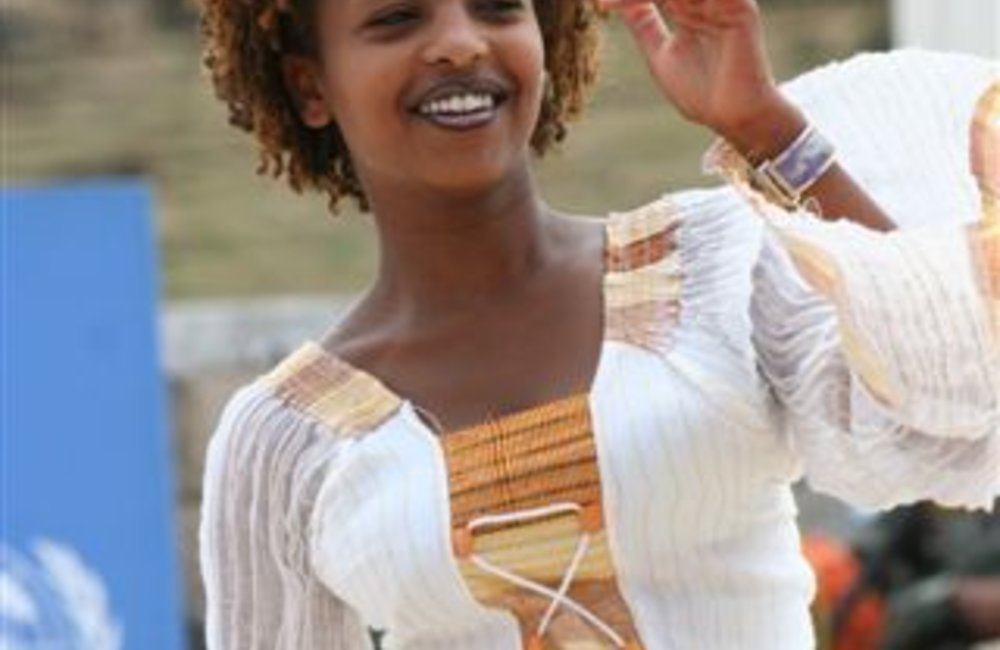 Local girl dances to traditional Ethiopian music (Photo: Ian Steele)