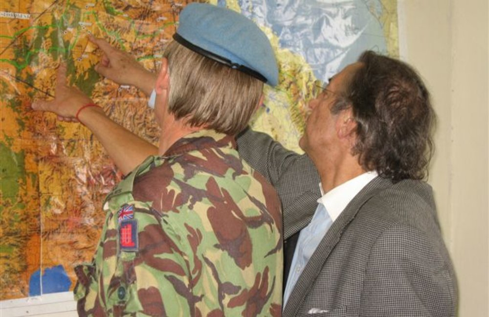 Acting Special Representative, Azouz Ennifar (right) and Acting Force Commander Brig. Patrick Davidson-Houston, review a map of the mission area during a stopover in Axum, Ethiopia, 6 August (Photo: Ian Steele)