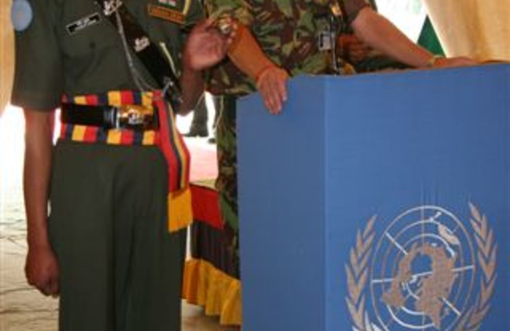 Acting Force Commander Brig. Patrick Davidson-Houston addresses civilian and military staff during farewell visit to Adigrat, 6 August 2008.  (Photo: Ian Steele)