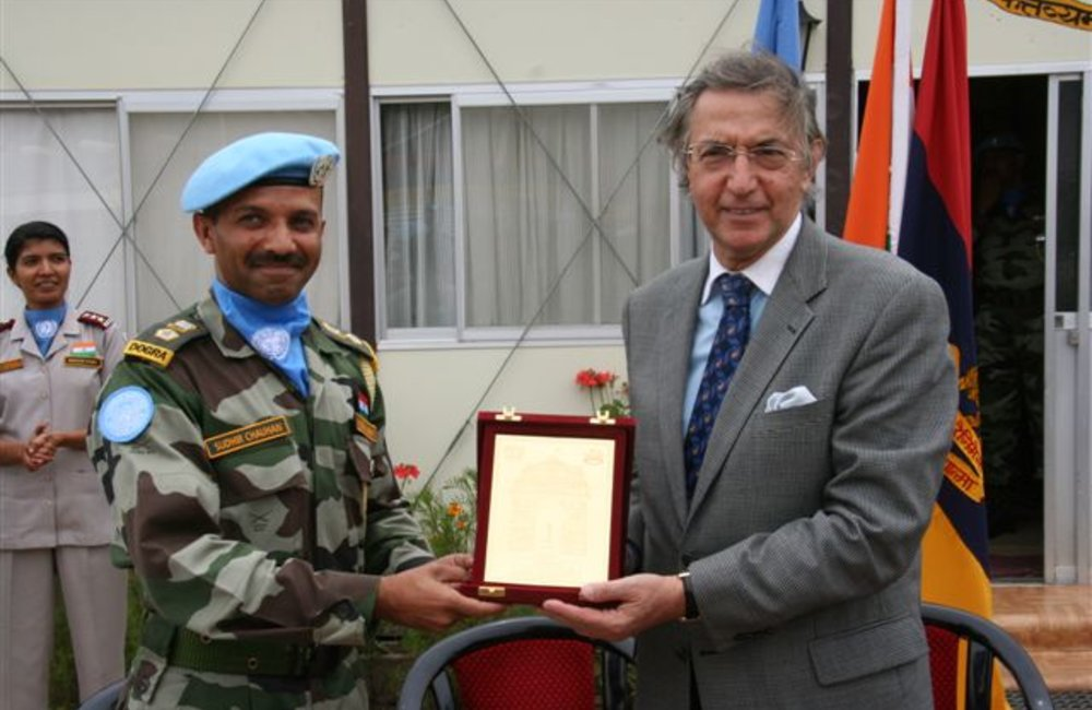 Acting Special Representative, Azouz Ennifar, receives a plaque from the Indian Battallion, Dogra Regiment, commemorating his farewell visit to Adigrat, 6 August 2008.  (Photo: Ian Steele)
