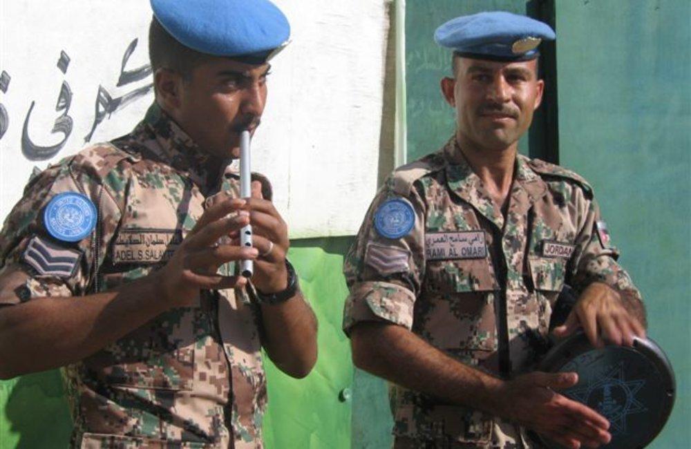 Members of the Jordanian Task Force entertain fellow peacekeepers at the Shilalo Team Site in Eritrea, on 29 November 2007 (Photo: Ian Steele)