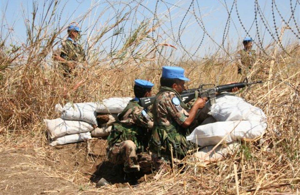 Peacekeepers, patrol drill near Maileba, Eritrea 28 November 2008 (Photo: Ian Steele)