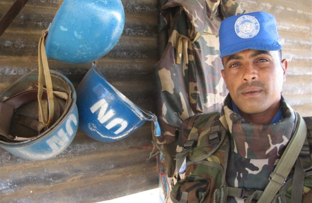 Jordanian sentry at the Maileba team site, Eritrea 28 November 2008 (Photo: Ian Steele)